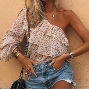 Tops - Cute floral one shoulder top!!